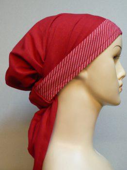 Czerwona chusta z rantem w białe paski