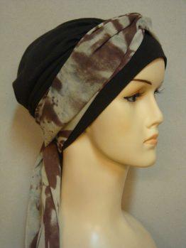 Brązowa chusta - modny wzór z jedwabną dekoracją