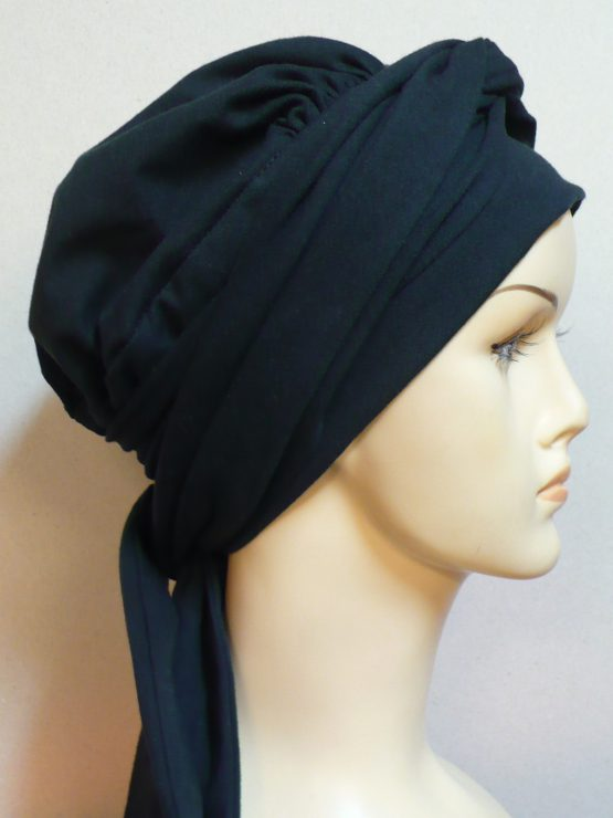 Czarna chusta - modny wzór