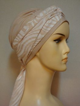 Morelowa chusta - modny wzór z dekoracją