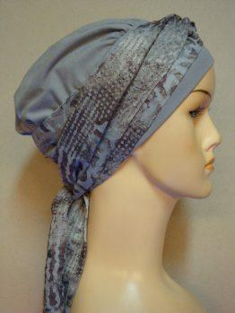 Popielata chusta - modny wzór z dekoracją