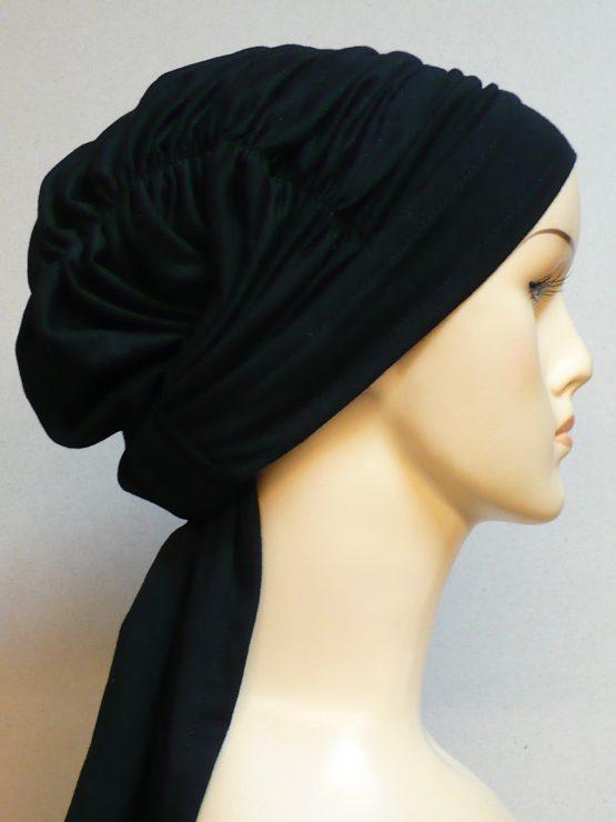 Czarna chusta drapowana