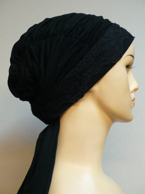 Czarna chusta drapowana z koronką