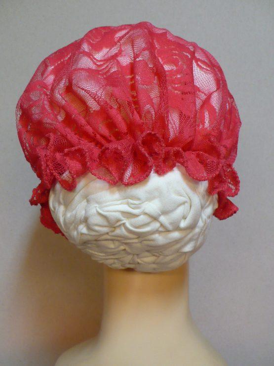 Ecru turban wykończony koralową koronką
