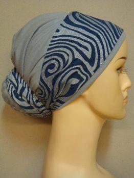 Bawełniany popielaty turban z kokiem i dekoracją.