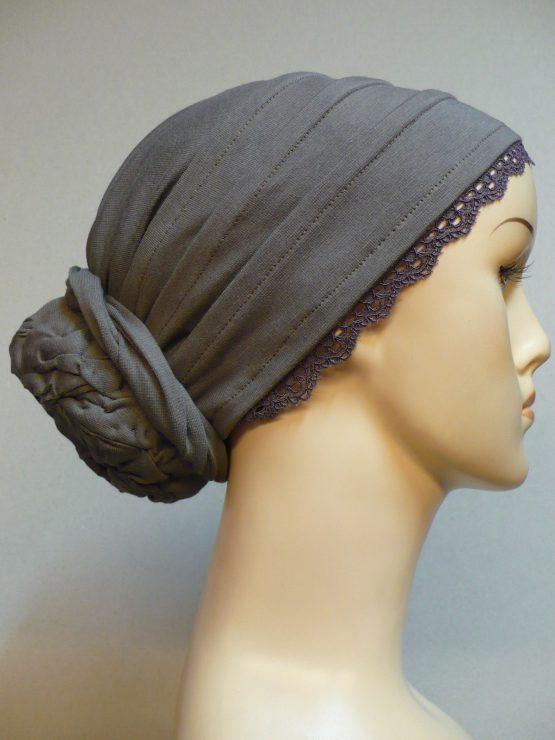 Ziemia turban z koronkowym wykończeniem