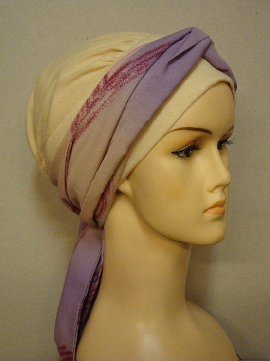 Budyniowa chusta - modny wzór z fioletową dekoracją