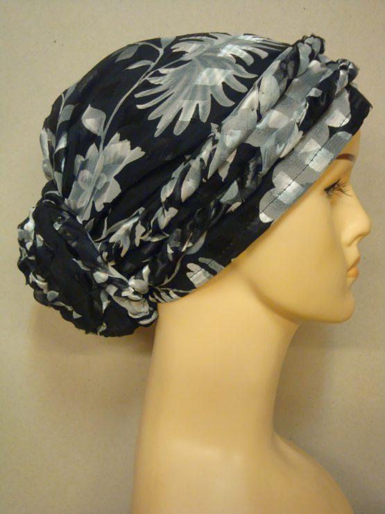 Czarno-popielaty turban w kwiaty