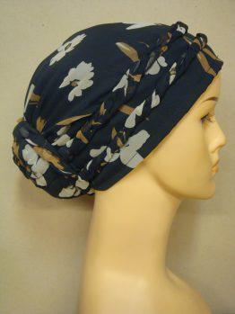 Czarny turban w kwiaty z plecioną dekoracją