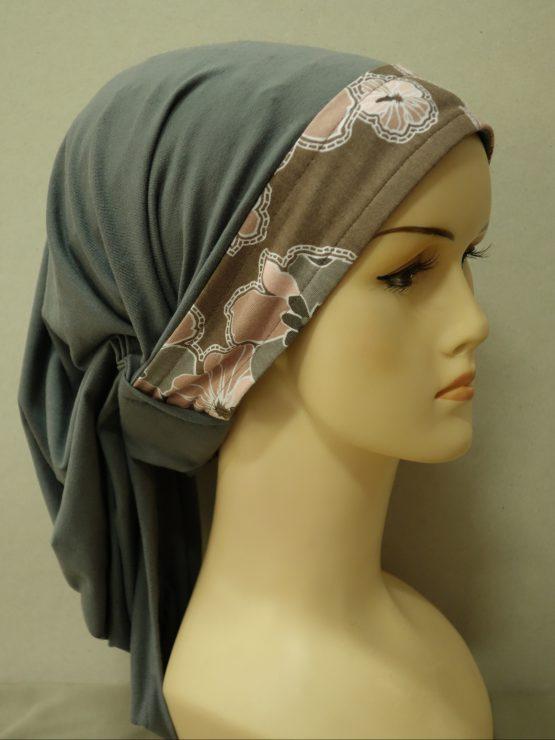 Bawełniana chusta w kolorze popielatym z dekoracją w kwiaty