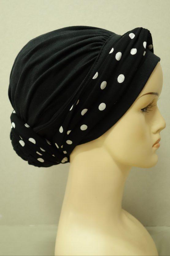 Czarny drapowany turban z dekoracją w grochy