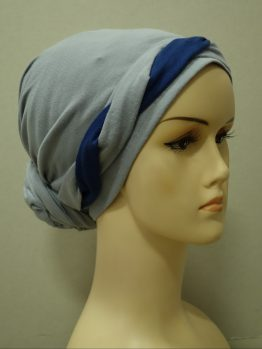 Popielaty turban z plecioną dekoracją