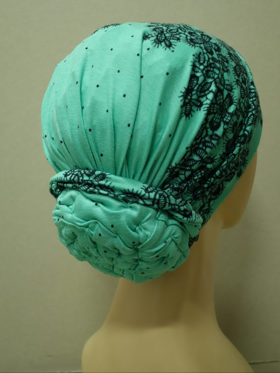 Miętowy turban w kwiaty