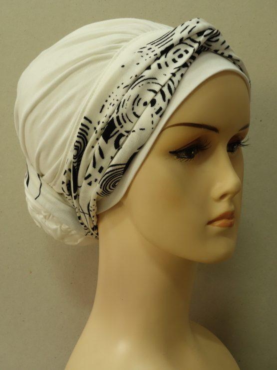 Ecru drapowany turban z dekoracją