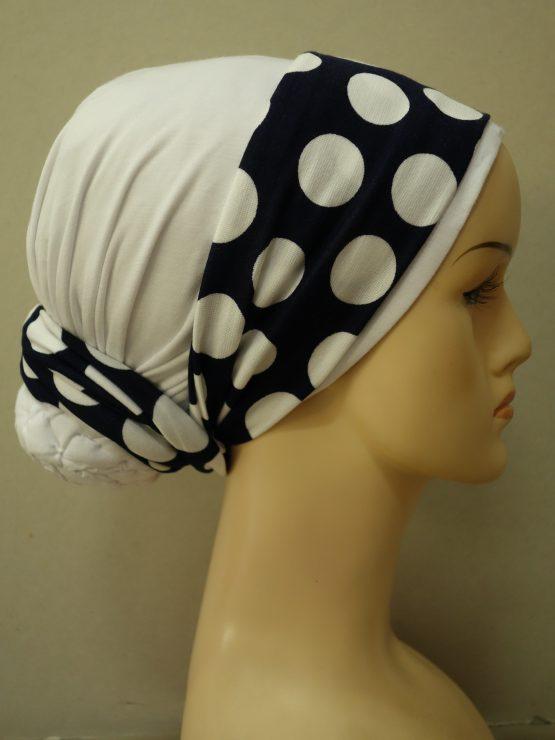 Biały turban z dekoracją w groszki