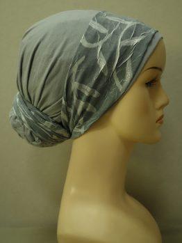 Popielaty turban z dekoracją z żorżety