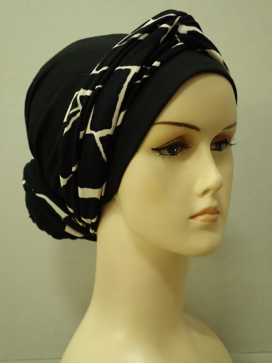Czarny turban z beżowo-czarną dekoracją