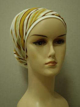 Waniliowy turban z dekoracją w paski