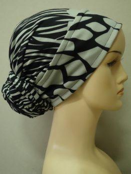 Popielato-beżowy turban w czarne wzory