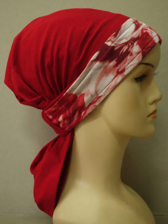 Czerwona chusta z rantem w róże