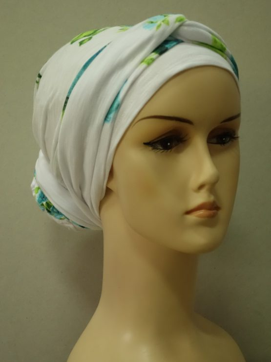 Biały turban w zielone kwiaty