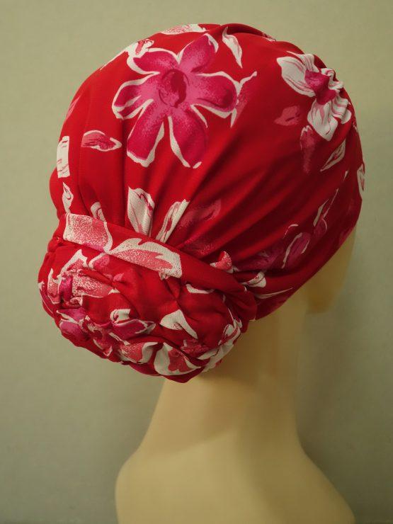 Czerwony drapowany turban w kwiaty