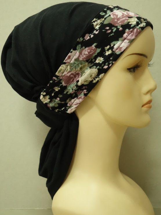 Czarna chusta z dekoracją w kwiaty