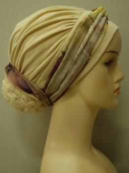 Budyniowy drapowany turban z dekoracją z żorżety