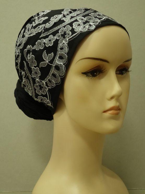Czarny turban w białe wzory