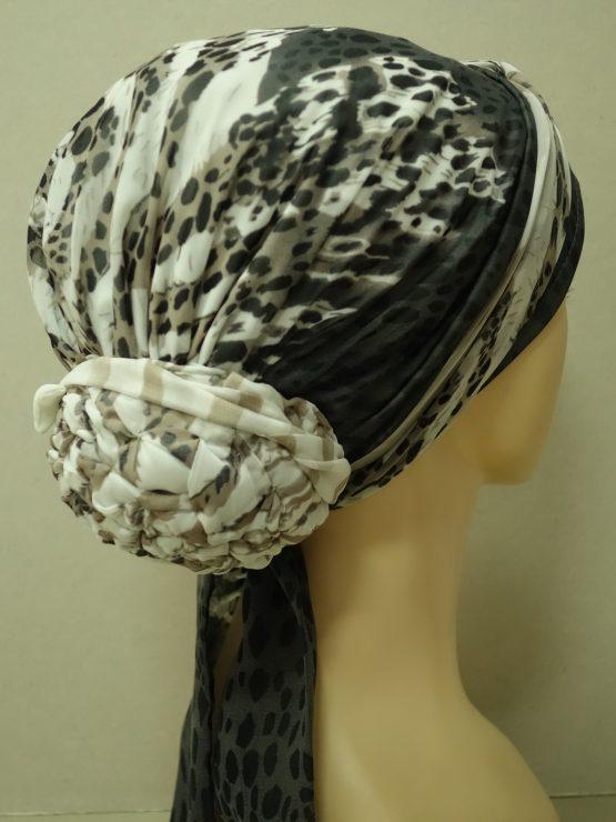 Popielaty turban w panterkę