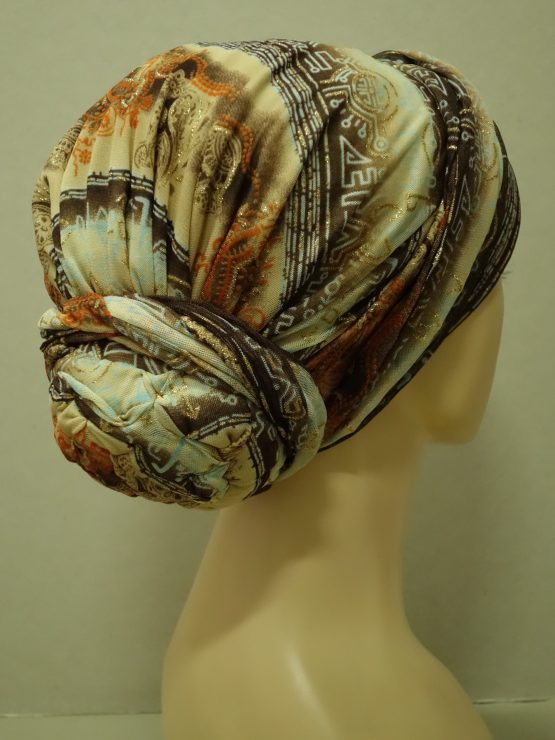 Beżowy turban z jedwabnej żorżety w złote wzory
