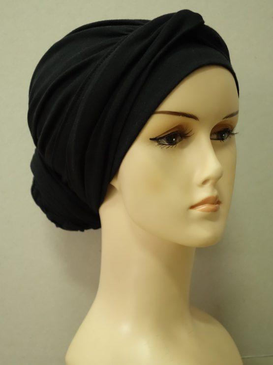 Czarny drapowany turban z dekoracją