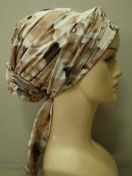 Beżowy turban z żorżety w kwiaty