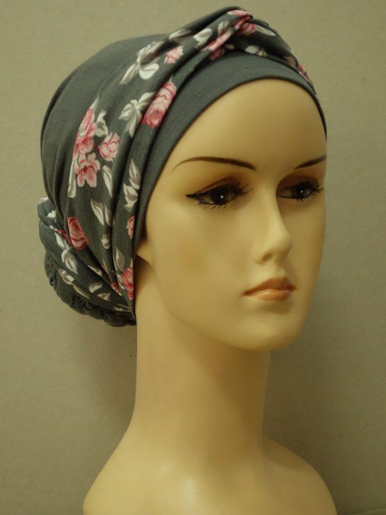 Popielaty turban z dekoracją w róże