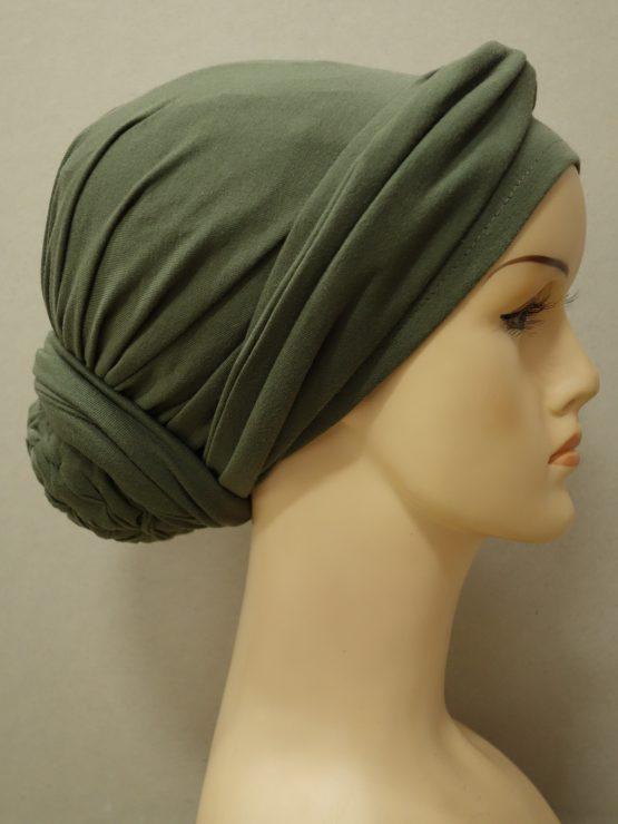 Zielony turban z dekoracją