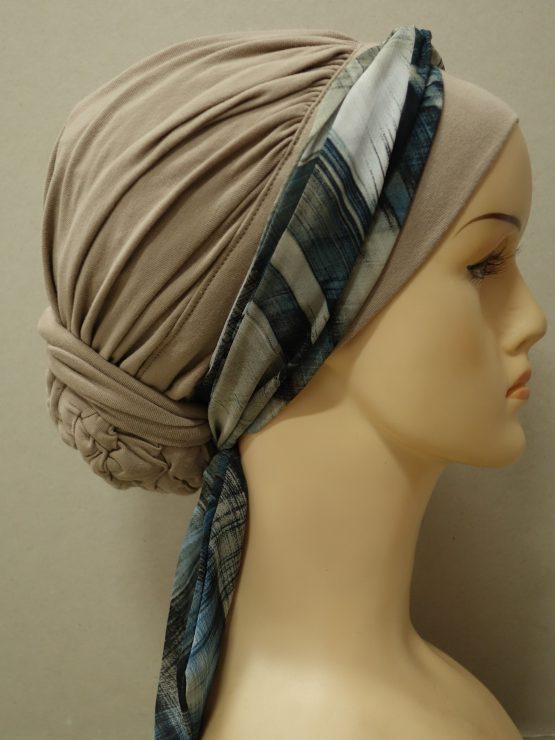 Popielaty-beż drapowany turban z dekoracją z żorżety