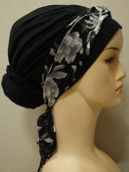 Czarny drapowany turban z dekoracją w kwiaty