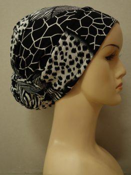 Biały turban w czarne wzory