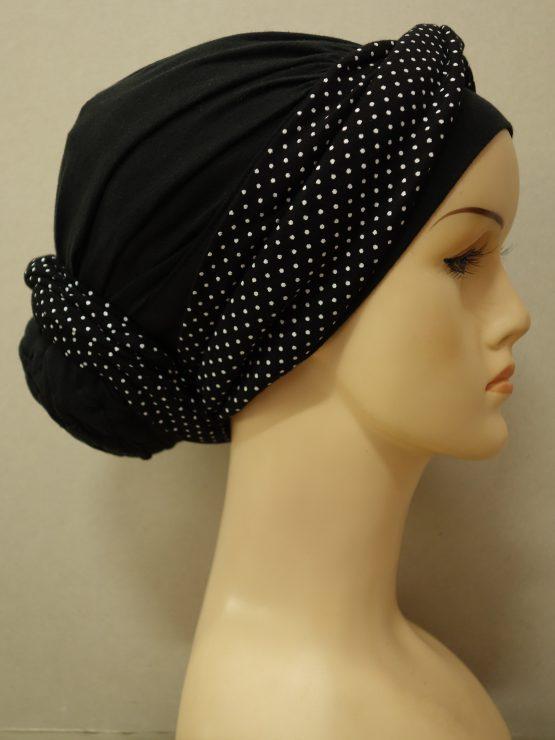 Czarny drapowany turban z dekoracją w groszki