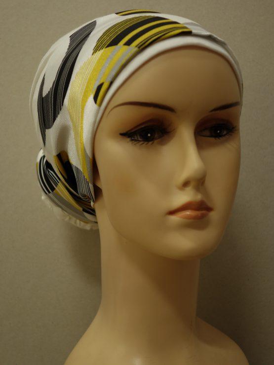 Ecru turban z kolorową dekoracją