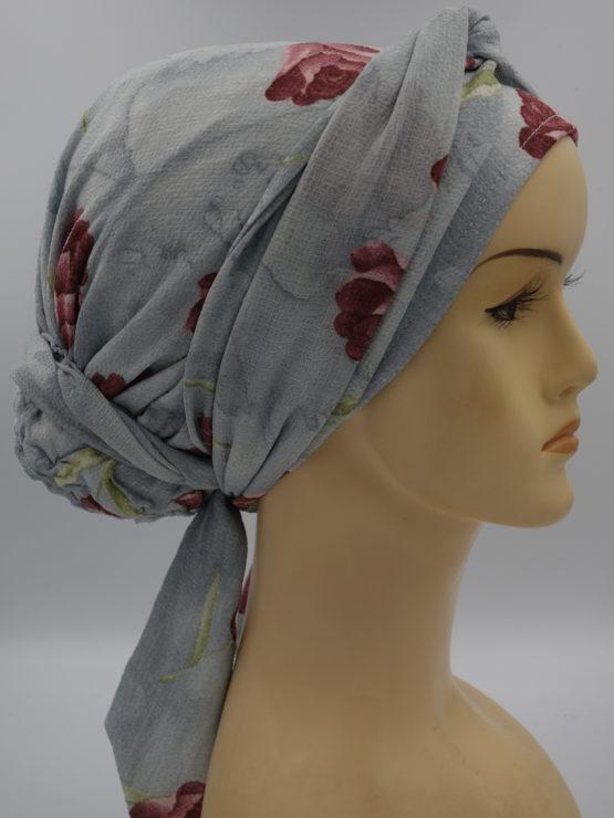 Popielaty turban w kwiaty
