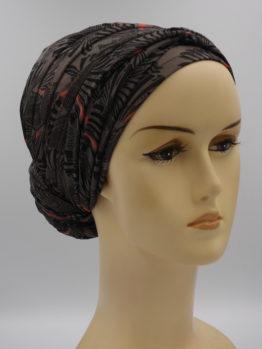 Brązowy turban we wzory