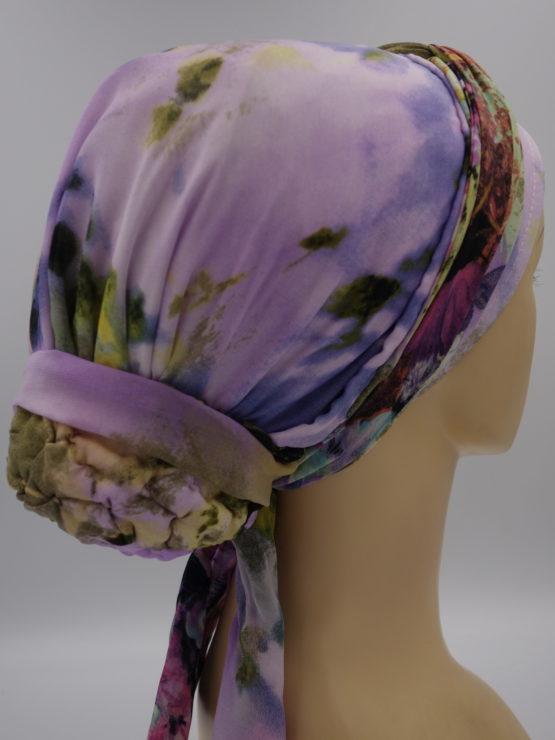 Pastelowy turban z dekoracją