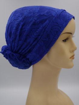 Szafirowy turban wykończony koronką