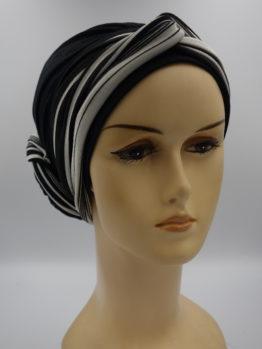 Czarny drapowany turban z dekoracją w paski