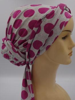 Popielaty turban w grochy