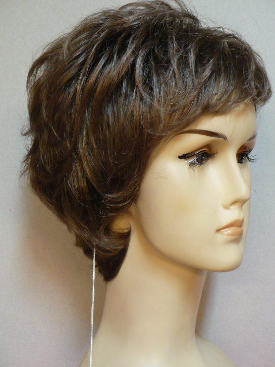 Krótka peruka szatyn lekko kręcona