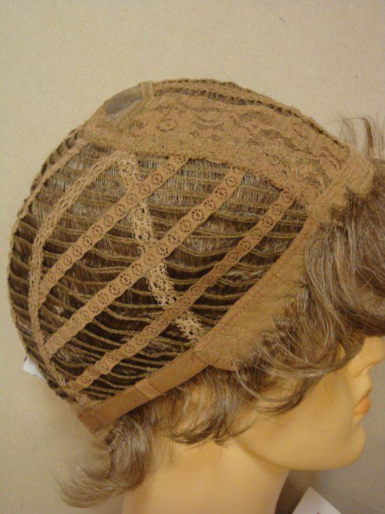 Krótka peruka ciemny blond lekko kręcona