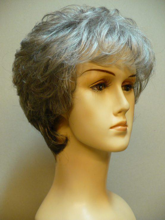 Krótka peruka siwa delikatnie kręcona