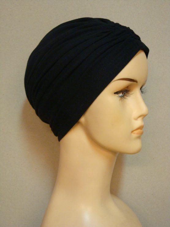 Czarny czepek drapowany